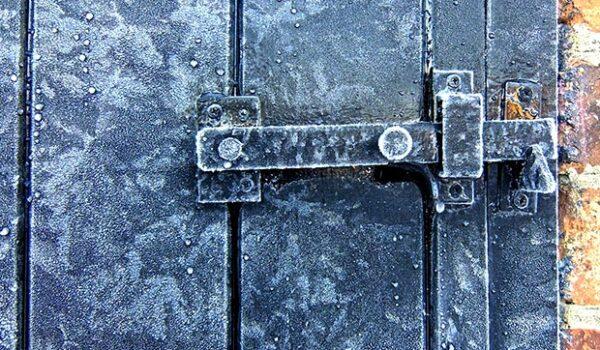 No seas idiota haciendo la puerta fría